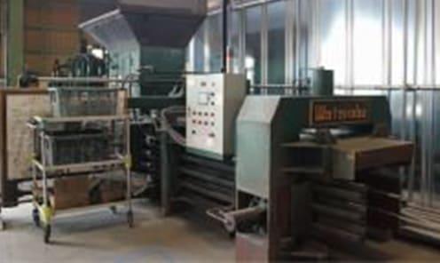 渡辺鉄工(株)製 LB-300S型 廃プラスチック類、紙くず、金属くずを破砕