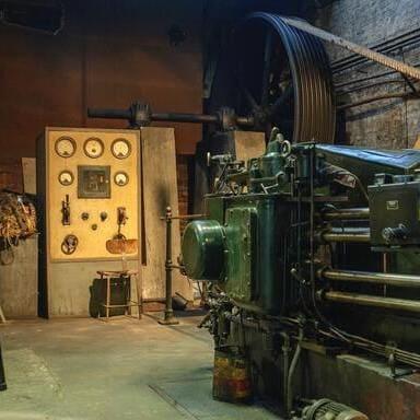 工場の大型機械